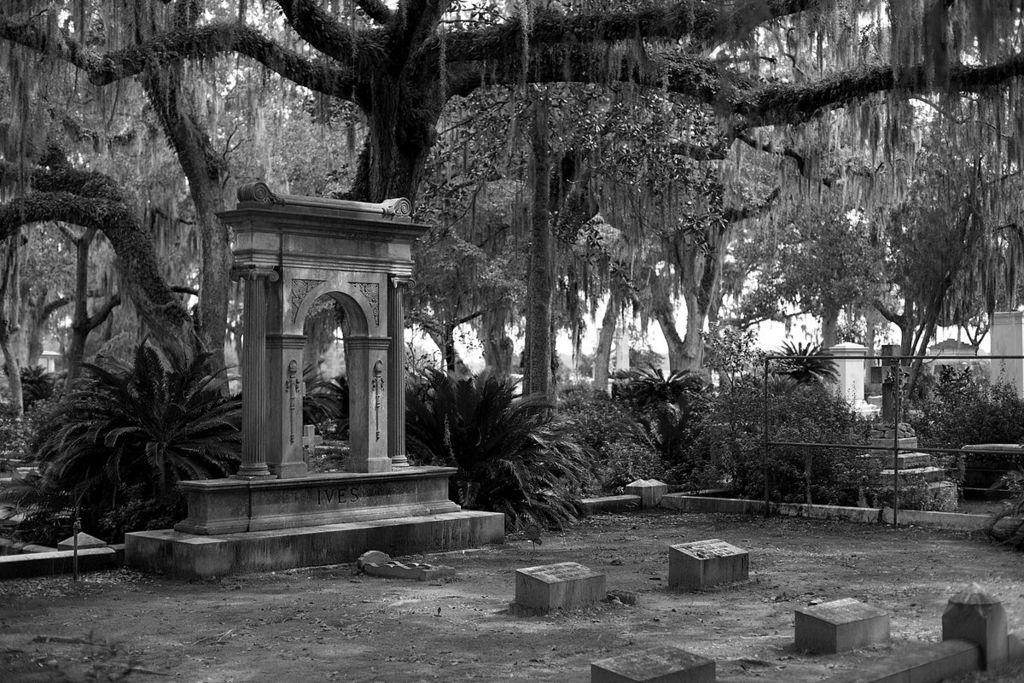 Bonaventure_Cemetery_-_Savannah__GA_(1)