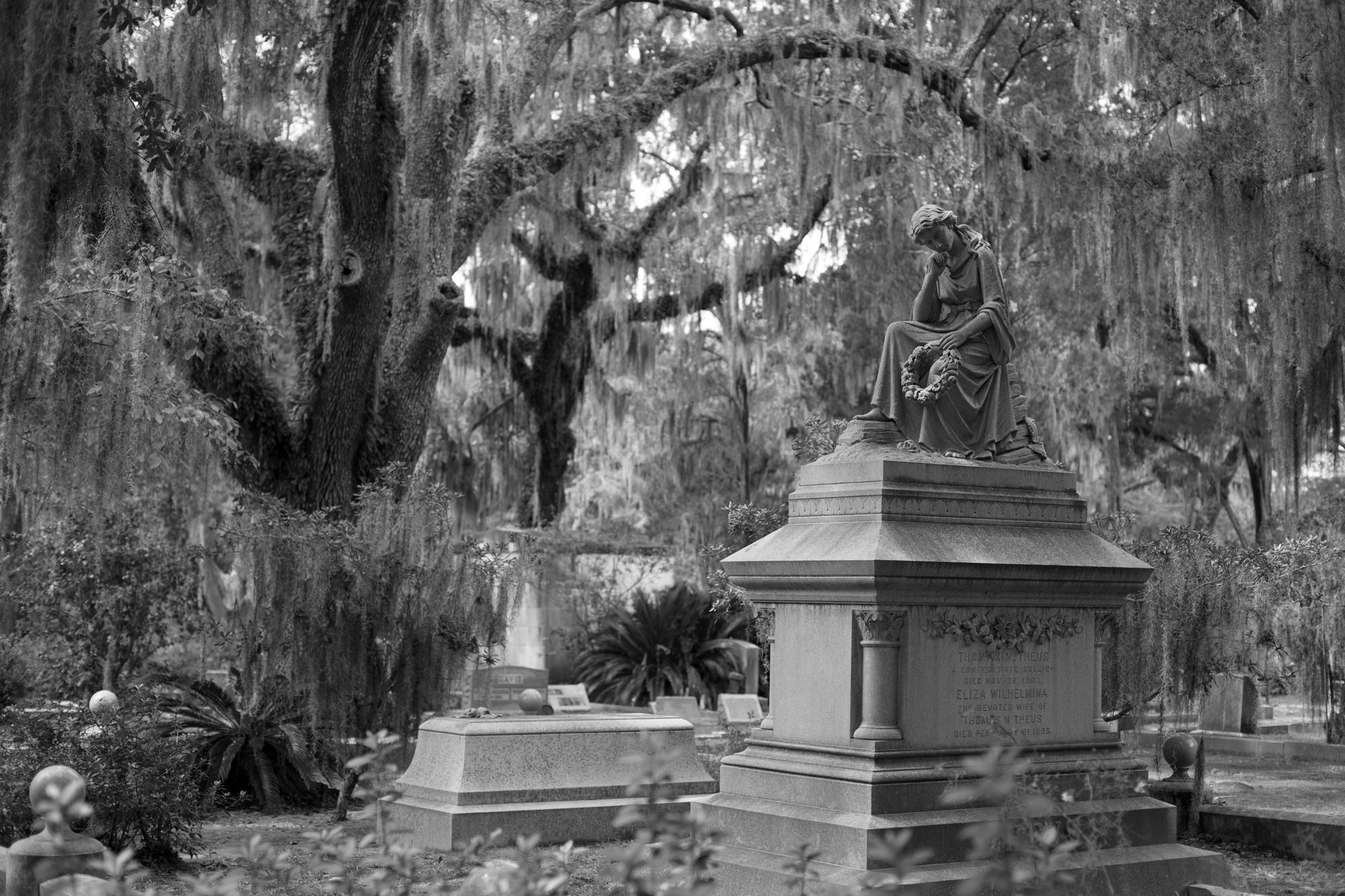Grave_of_Thomas_N._Theus_and_his_wife_-_Bonaventure_Cemetery_-_Savannah,_GA