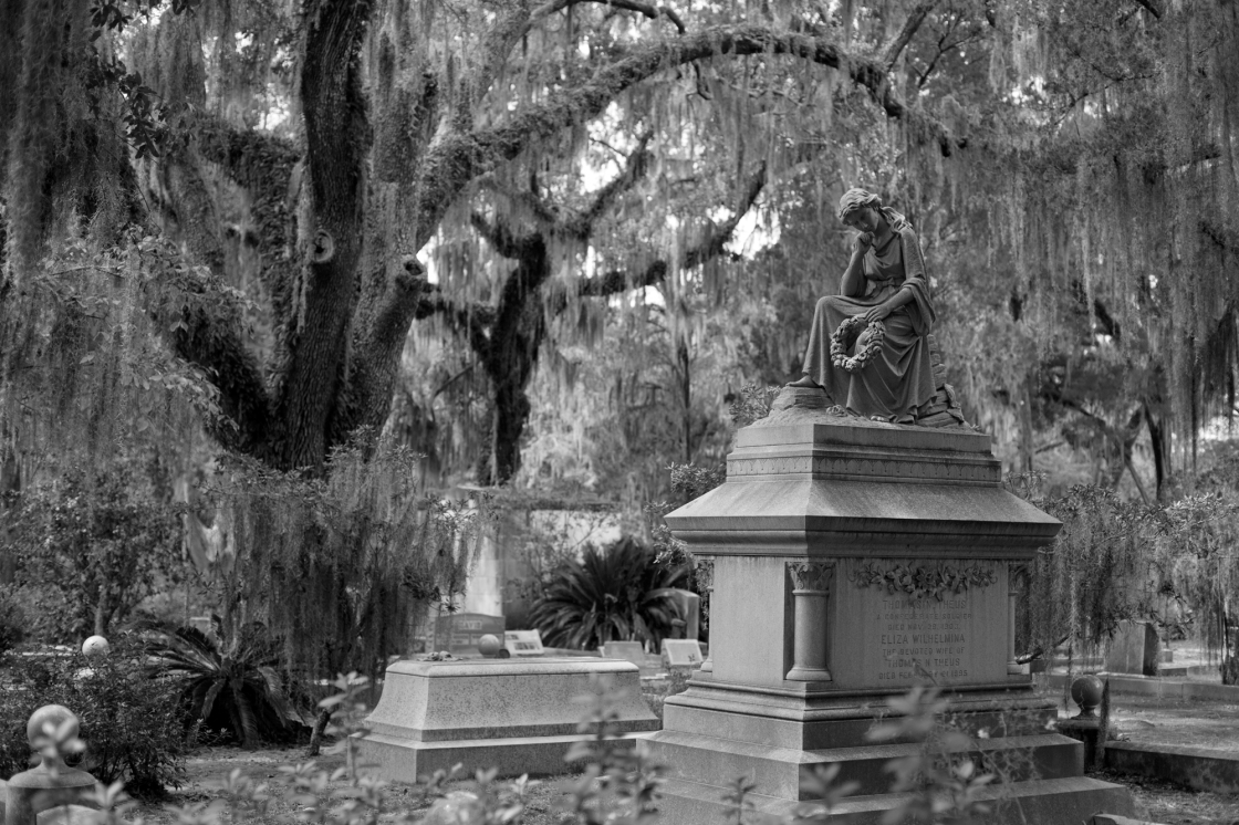 Grave_of_Thomas_N._Theus_and_his_wife_-_Bonaventure_Cemetery_-_Savannah,_GA